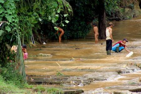 Pemanfaatan air sungai oleh warga Desa Citorek.*