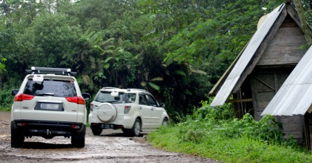 Mobil mewah milik warga desa.*