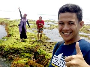 Bersama Wiga di Pantai Sindangkerta.*